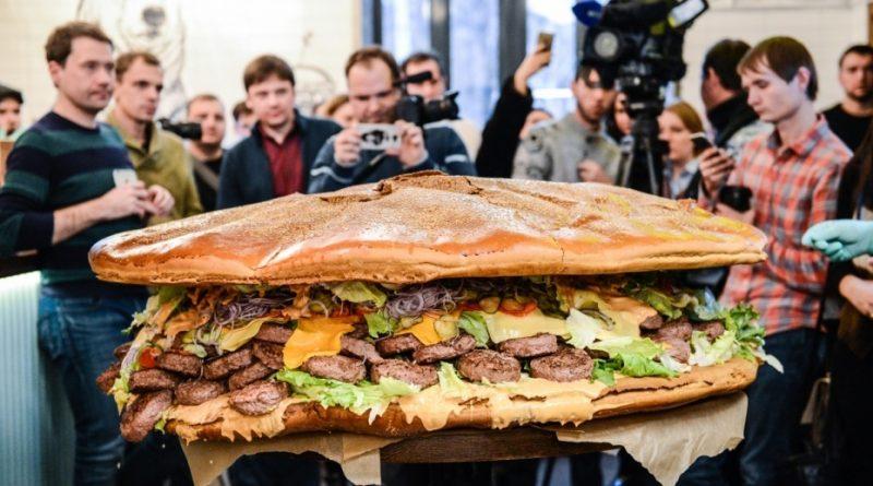 Самый большой бургер в России